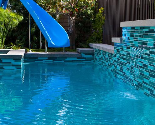Glass tile for wet installation