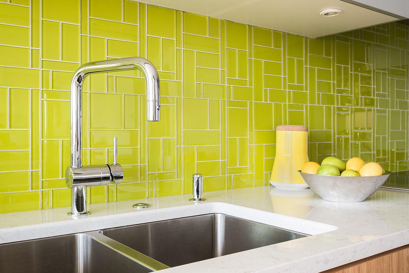 Glasstints green tile backsplash 3 interstyle glasstints green tile backsplash dailygadgetfo Choice Image