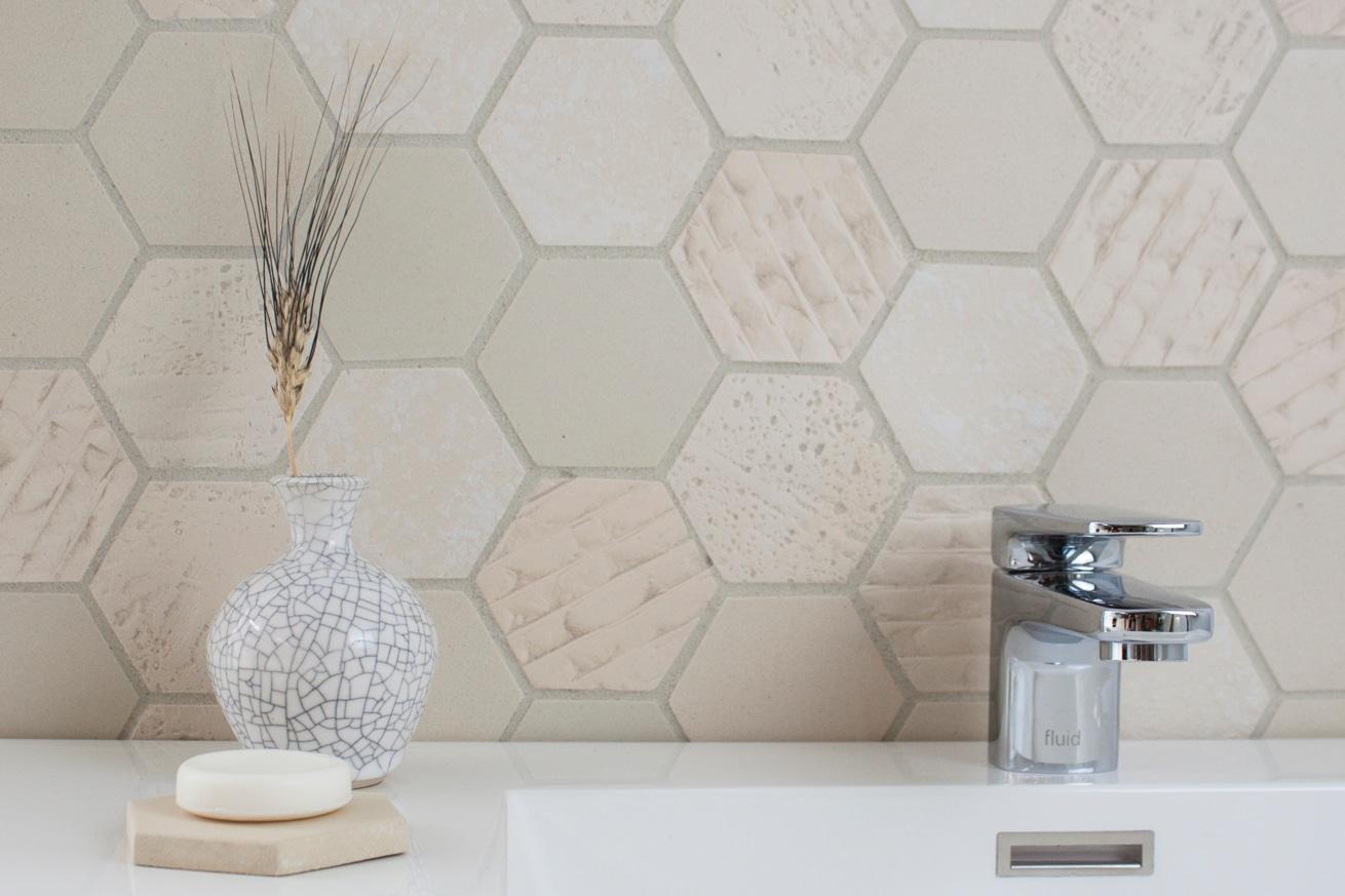 Earthenglass hexagon textured bathroom backsplash interstyle for Textured backsplash